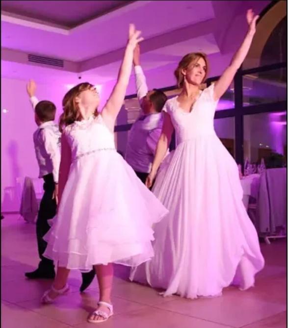 Ouvrir le bal en famille ! Les mariés et leurs enfants sur Halo de Beyoncé